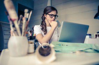 blur-businesswoman-caucasian-941555